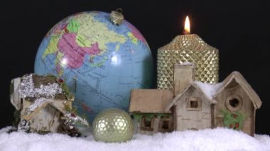 Christmas decorations and golf ball — Stock Video