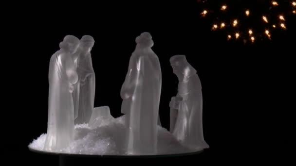 Estatuillas, tres Reyes Magos, José, María y el niño Jesús — Vídeo de stock