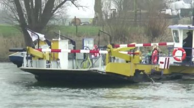 Small ferry crossing river Ijssel — Video Stock