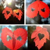 Heart with leaves — Stock Photo