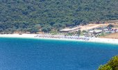 Top summer view of Antisamos beach (Greece,  Kefalonia). — Stock Photo