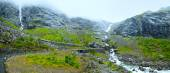 водопад на trollstigen (шаги тролля), норвегия — Стоковое фото