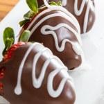 Chocolate covered strawberries — Stock Photo #64354865