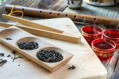 Dry tea variation in wooden box with tea spoon — Stock Photo