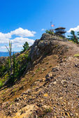 Ranger Lookout Station Atop Rocky Cliffs — Stock Photo