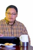 Middle Age Man Using Tablet — Stock Photo