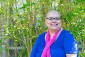 Woman Diagnosed With Cancer Maintains Positive Attitude — Stock Photo