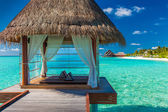 Romantic and luxurious overwater spa with tropical lagoon view — Stock Photo