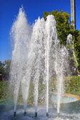 Uma pequena fonte no parque — Fotografia Stock