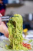 Spaghetti with pesto sauce and cherry tomato — Stock Photo