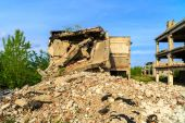 Demolished buildings, industrial ruins, earthquake — Stock Photo