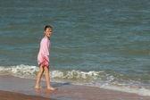 Pretty girl near the sea — Stock Photo