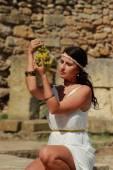 Femme grecque dans la ville antique — Photo