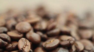 Кучу кофейных зерен — Стоковое видео