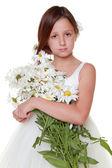 Kid with white daisies — Stockfoto