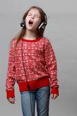 Kid singing — Stock Photo