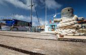 Boat docking point at a marina — Stock Photo