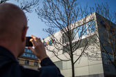 Man taking a photo of  Google Corporation Building — Stock Photo