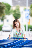 Woman going shopping for groceries — Stock Photo