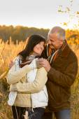 Couple in love hugging in autumn countryside — Foto Stock
