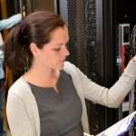 服务器机房女数据中心经理 — 图库照片 #80022096