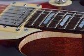 Detailní pohled na hnědé elektrická kytara — Stock fotografie