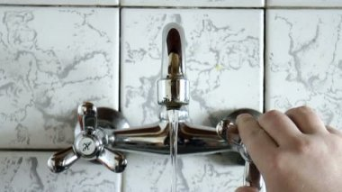 Water faucet — Stock Video