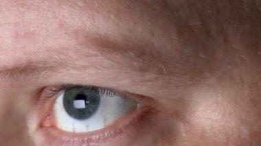 макро-изображение человеческого глаза — Стоковое видео