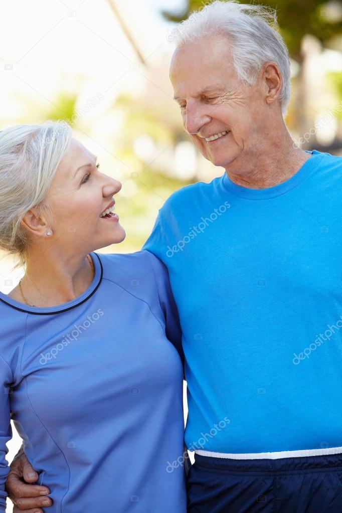 Пожилой мужчина и молодая фото 239-933