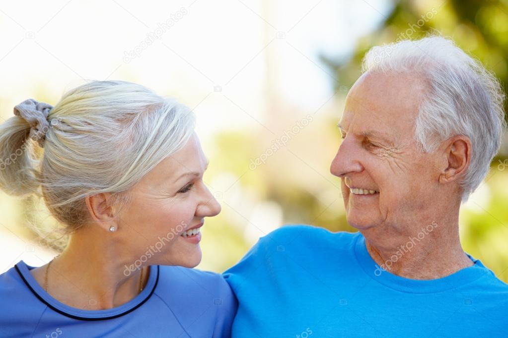 Пожилой мужчина и молодая фото 239-551