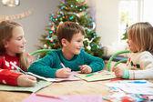 Barn skriva brev till Santa — Stockfoto