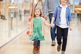 Children On Trip To Shopping Mall With Parents — Stockfoto