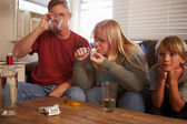 Parents Taking Drugs And Drinking — Foto Stock