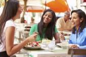 Female Friends Enjoying Lunch — Stock Photo