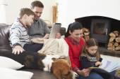 Livre de lecture familiale — Photo