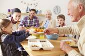 Multi Generation Family Eating Lunch — Stockfoto