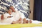 Senior Couple Relaxing In Hotel — Stockfoto