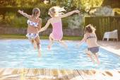 Girls Jumping Into Swimming Pool — Stock Photo