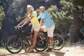 Senior couple on bike ride — Stock Photo