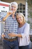 Senior couple moving house — Stock Photo
