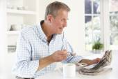 Man eating breakfast — Stock Photo