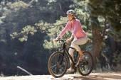 Woman on bike ride — Stock Photo