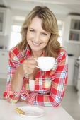 Mid age woman with coffee — Stock Photo