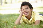 公園で少年 — ストック写真