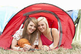 Friends on camping trip — Stock Photo