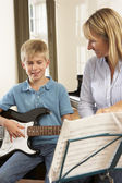 Boy playing electric guitar in music lesson — Foto Stock