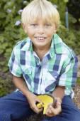 Boy gardening — Stock Photo