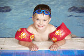 Young boy in pool — Foto de Stock