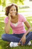 Young  woman in park — Stock Photo