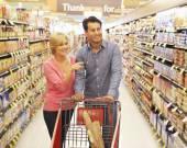 Couple shopping — Photo